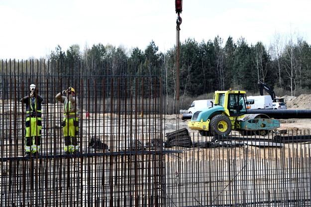 Na zdjęciu budowa drogi ekspresowej S19 na odcinku Zdziary - Rudnik nad Sanem w okolicy Niska /Darek Delmanowicz /PAP