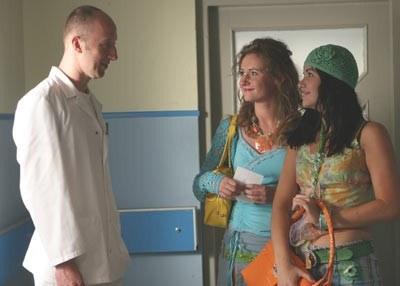 Na zdjęciu: Cezary Kosiński, Zauzanna Grabowska (w środku), Marta Żmuda /