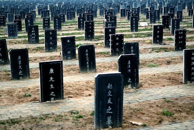 Na zdjęciu: Cmentarz w Zhoukou (Henan), 25 listopada 2012 /AFP