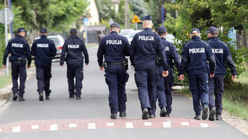 Na zdjęciu funkcjonariusze prowadzący poszukiwania 5-letniego Dawida /Tomasz Jastrzebowski/REPORTER /Reporter