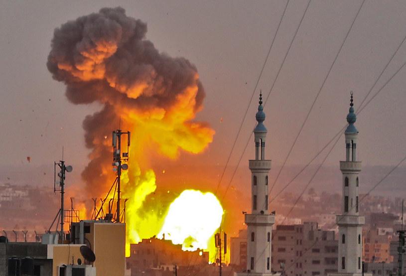 na zdjęciu izraelskie naloty na Strefę Gazy /BASHAR TALEB /AFP