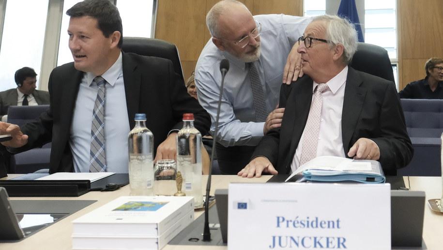 Na zdjęciu Jean-Claude Juncker i Frans Timmermans /OLIVIER HOSLET /PAP/EPA