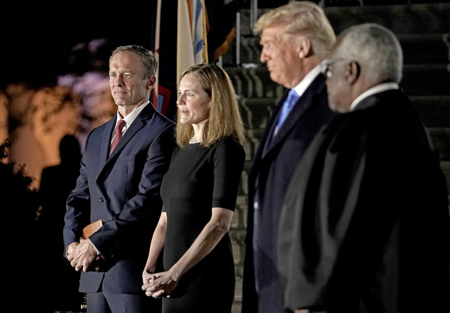 On the photo of Jesse Barrett, his wife, Amy Barrett, President Donald Trump and the judges SN Clarence Thomas /KEN CEDENO /PAP/EPA