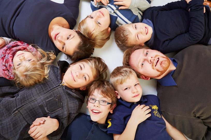 Na zdjęciu jest tylko sześcioro dzieci. Tommy i Joanne mają ich jedenaścioro /123RF/PICSEL