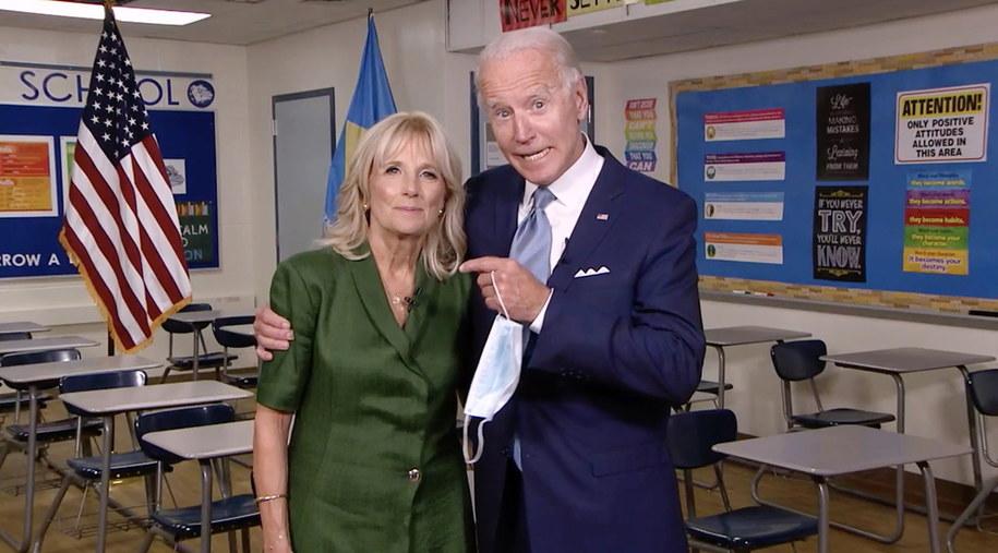 Na zdjęciu Joe Biden z żoną Jill /DNCC /PAP/EPA