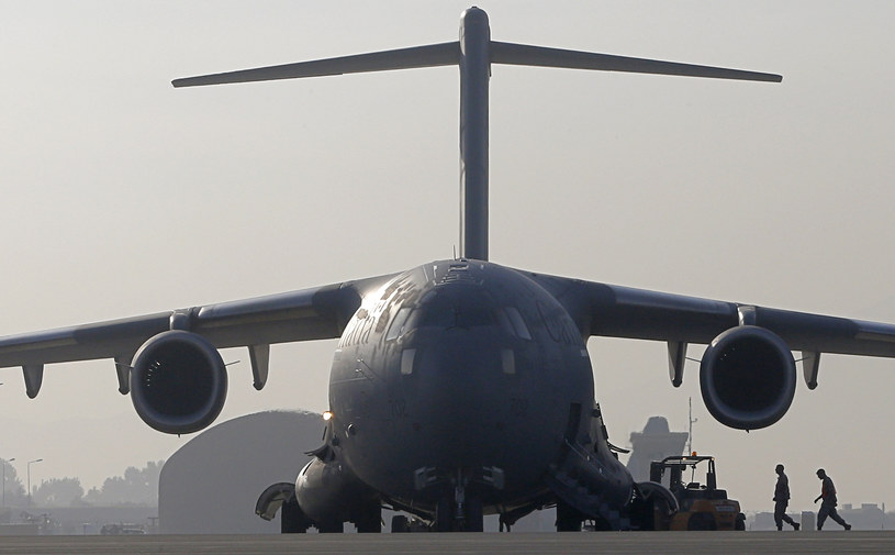 Na zdjęciu kanadyjski Boeing C 17 Globemaster na lotnisku w afgańskim Kabulu /ALEXANDER KLEIN /AFP
