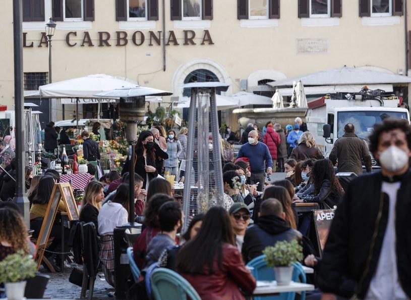 Na zdjęciu: Kawiarnie w centrum Rzymu /GIUSEPPE LAMI /PAP/EPA