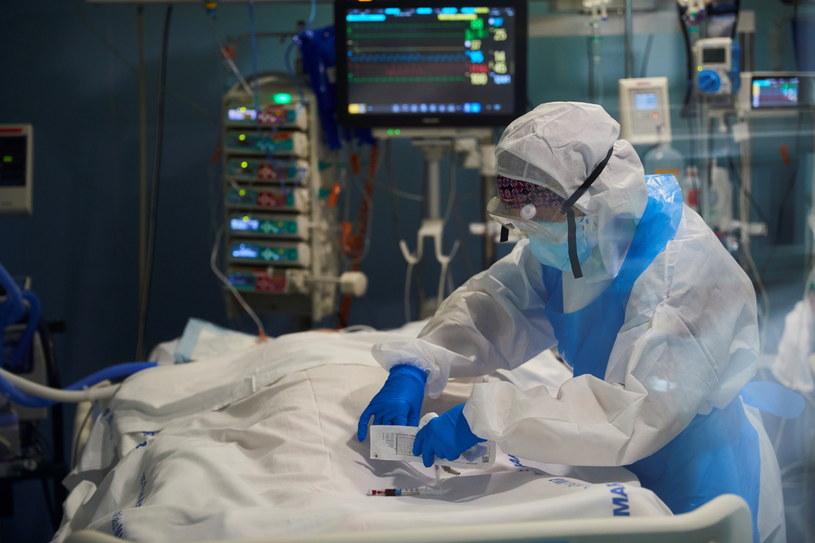 Na zdjęciu: Klinika Hospital del Mar w Barcelonie / ALEJANDRO GARCIA    /PAP/EPA