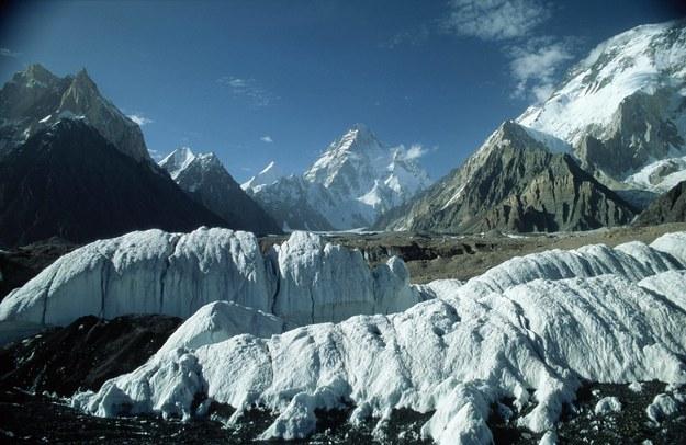 Na zdjęciu lodowiec z K2 w tle /W. Daffue    /PAP/EPA