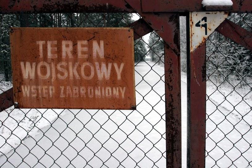 Na zdjęciu lotnisko w Szymanach, miejsce domniemanych lądowań samolotów CIA /Michał Szlaga /Reporter