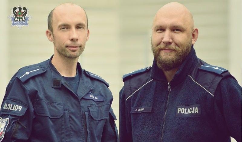 Na zdjęciu mł. asp. Jakub Lorenc oraz mł. asp. Mateusz Bębas (Źródło: KMP w Wałbrzychu) /Policja
