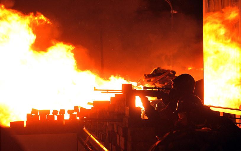 Na zdjęciu nocne starcia demonstrantów z milicją na Majdanie /GENYA SAVILOV /AFP