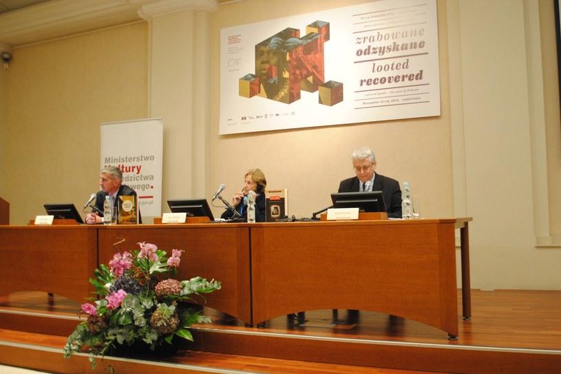 Na zdjęciu (od lewej): Jacek Miler (MKiDN), Lynn Nicholas (niezależna badaczka), prof. Jacek Purchla (MCK) /INTERIA.PL