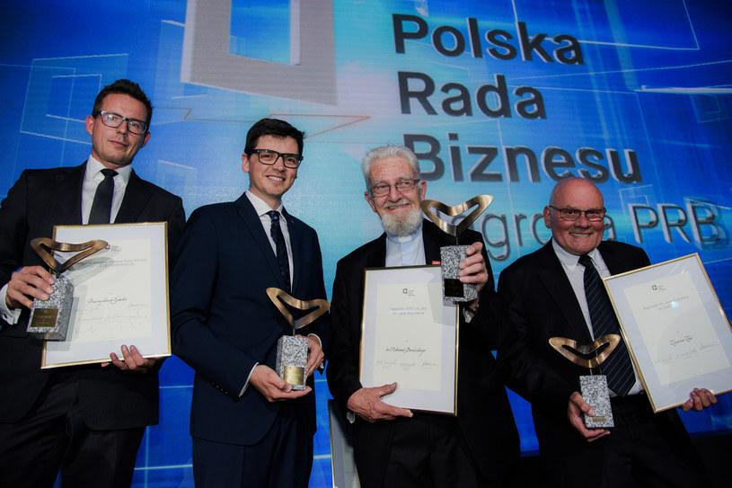 Na zdjęciu od lewej: Przemysław Gacek, Bartosz Pilitowski, ks. Adam Boniecki i Zenon Ziaja (źródło: PRB) /&nbsp