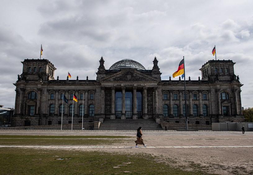 Na zdjęciu: Opustoszały teren przed Reichstagiem /FILIP SINGER /PAP/EPA