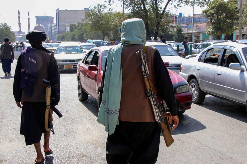 Na zdjęciu patrol talibów na afgańskiej ulicy. /PAP/EPA/STRINGER /PAP/EPA