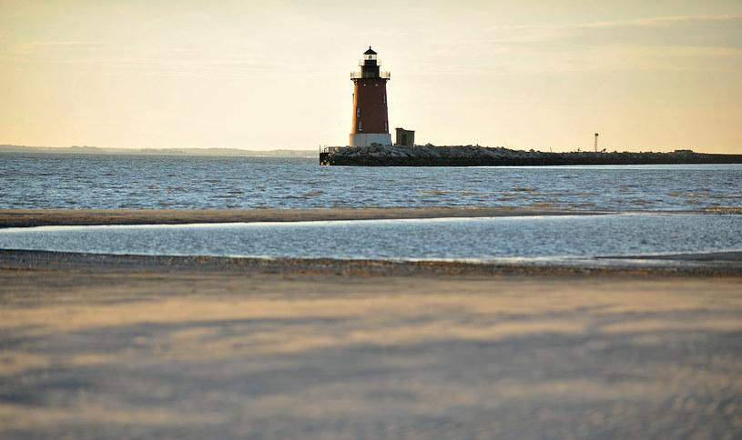 Na zdjęciu: Piaszczysta plaża w Delaware /EVA HAMBACH /AFP