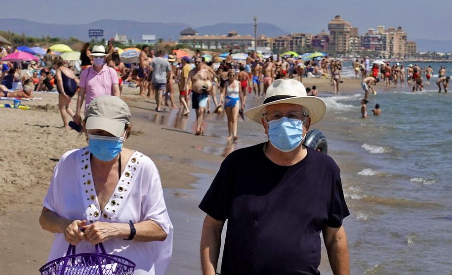 Na zdjęciu plaża La Patacona w Walencji /MANUEL BRUQUE /PAP/EPA