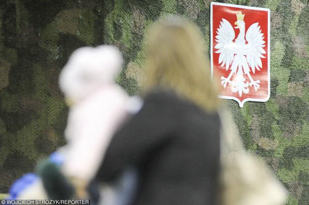 Na zdjęciu: Polacy ewakuowani z ukraińskiego Mariupola na malborskim lotnisku wojskowym Krasnołęka /Reporter