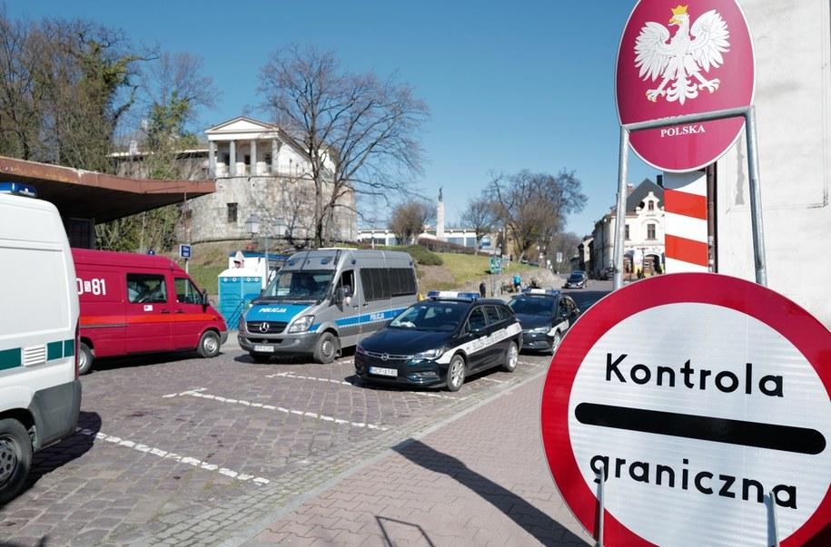 Na zdjęciu polsko - czeskie przejście graniczne w Cieszynie / Andrzej Grygiel    /PAP