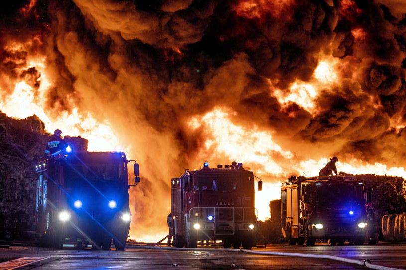 Na zdjęciu: Pożar składowiska odpadów w Zgierzu pod Łodzią 26 maja tego roku / Grzegorz Michałowski    /PAP