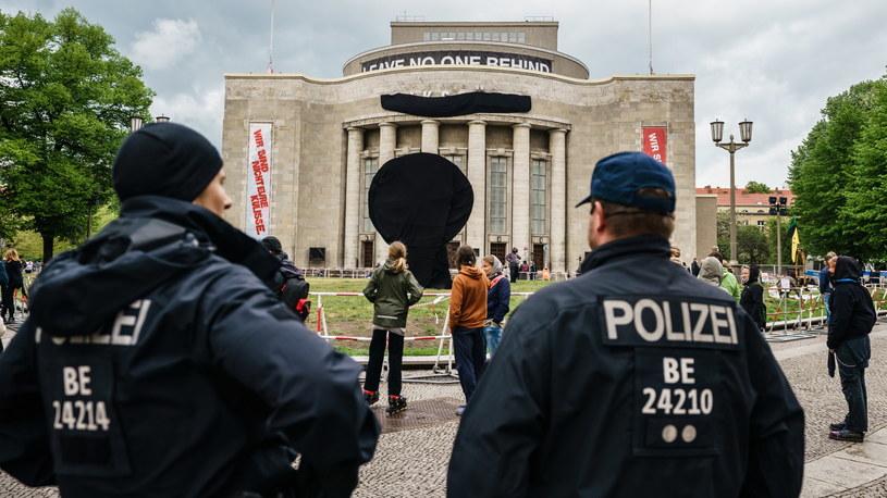 Na zdjęciu: Protest w Berlinie przeciwko obostrzeniom wprowadzonym w związku z pandemią koronawirusa /Clemens Bilan /PAP/EPA