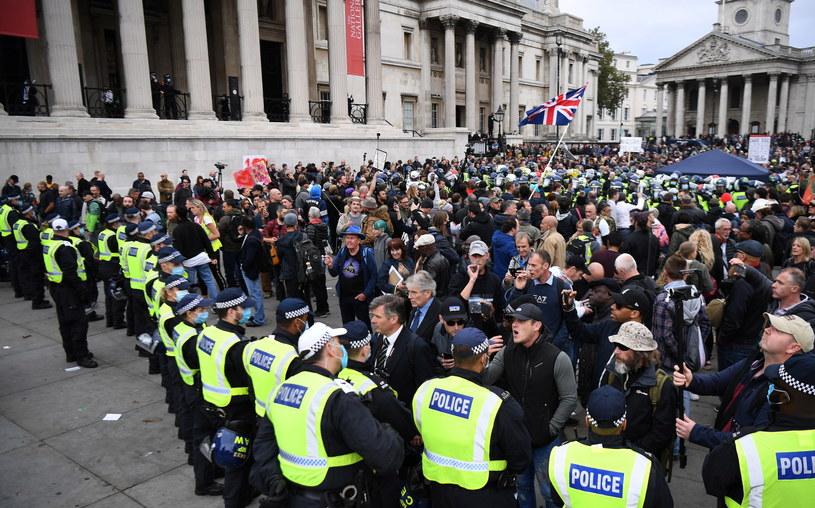 Na zdjęciu: Protest w Londynie przeciwko wprowadzonym z powodu epidemii  restrykcjom / ANDY RAIN    /PAP/EPA