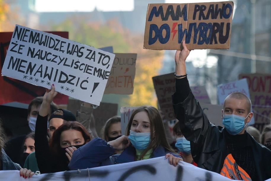 Na zdjęciu protestujące w Krakowie przeciwko zaostrzeniu ustawy aborcyjnej /PAP/Art Service 2 /PAP