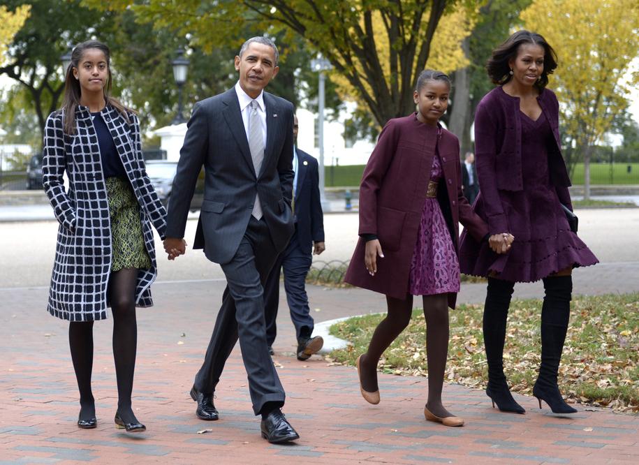 Na zdjęciu rodzina Obamów w komplecie /SHAWN THEW    /PAP/EPA