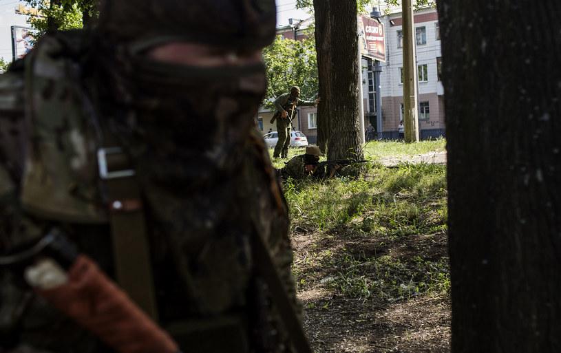 Na zdjęciu rosyjscy bojownicy na lotnisku w Doniecku /FABIO BUCCIARELLI  /AFP