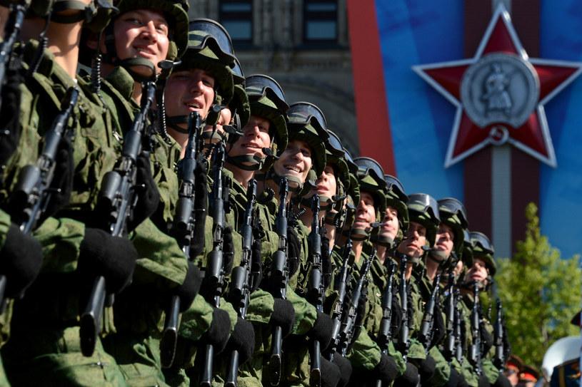 Na zdjęciu rosyjscy żołnierze na paradzie w Moskwie, 9 maja 2014 /Kirill Kudryavtsev /AFP