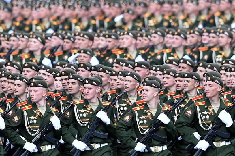 Na zdjęciu: Rosyjscy żołnierze podczas parady na Placu Czerwonym z okazji Dnia Zwycięstwa /AFP