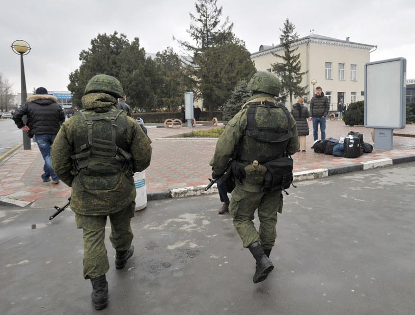 Na zdjęciu rosyjscy żołnierze w Symferopolu /GENYA SAVILOV /AFP