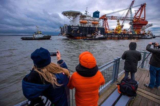 """Na zdjęciu rosyjski statek """"Fortuna"""", kładący rury na dnie Bałtyku /Jens Büttner    /PAP/EPA"""