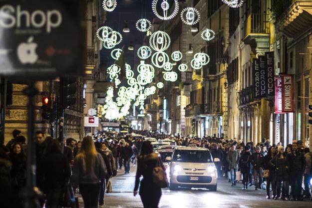 Na zdjęciu: rzymska ulica Via del Corso /AFP