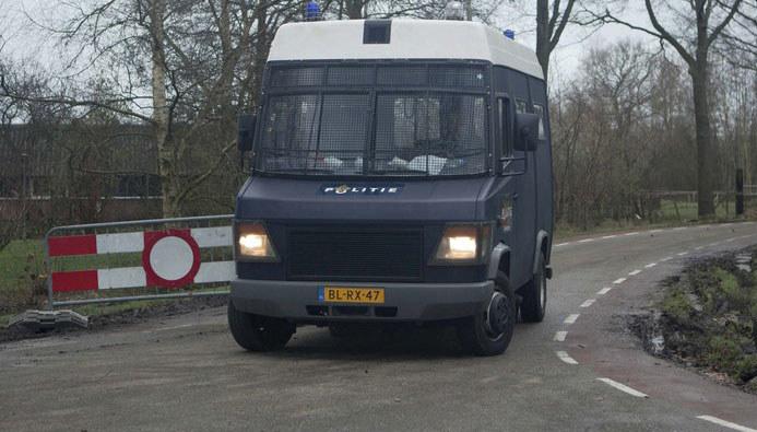Na zdjęciu samochód holenderskiej policji /AP Photo/Peter Dejong /East News