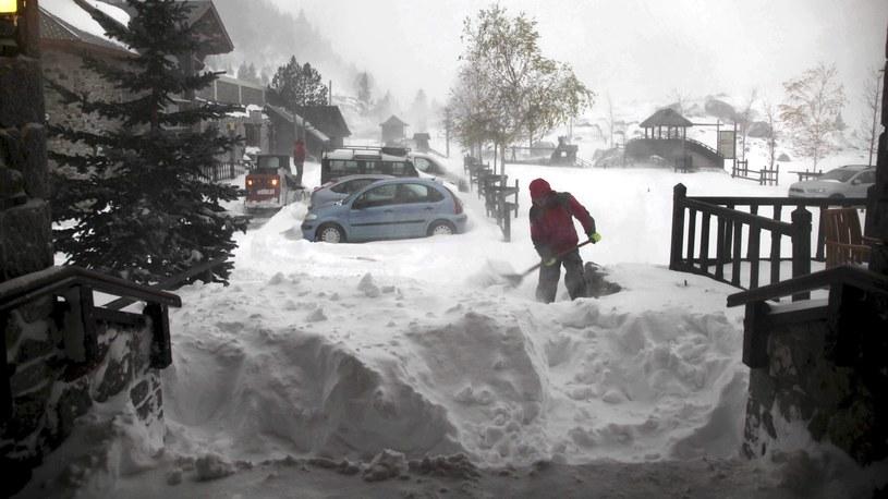 Na zdjęciu skutki śnieżycy w Aragon w Pirenejach /PAP/EPA /PAP/EPA