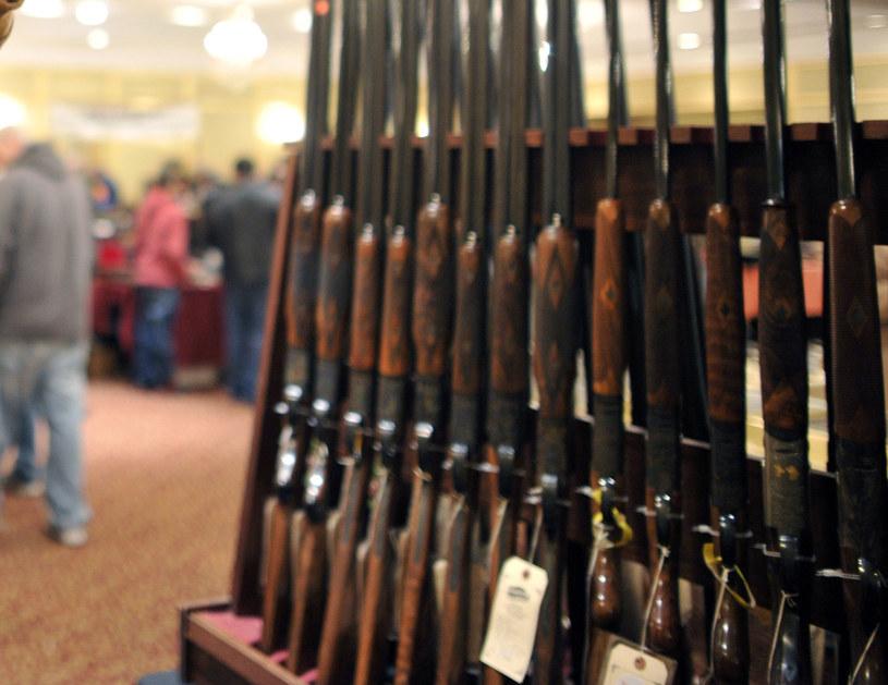 Na zdjęciu strzelby na targach broni w Stamford (Connecticut), 6 stycznia 2013 /TIMOTHY A. CLARY /AFP