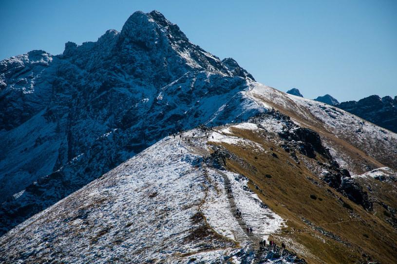 Na zdjęciu tatrzańskie szczyty: Beskid, a za nim Świnica /Jan Graczynski/East News /East News