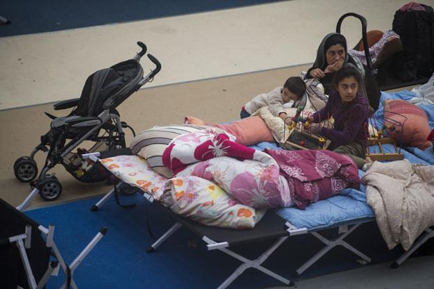Na zdjęciu: Uchodźcy w berlińskim Olympiapark /AFP
