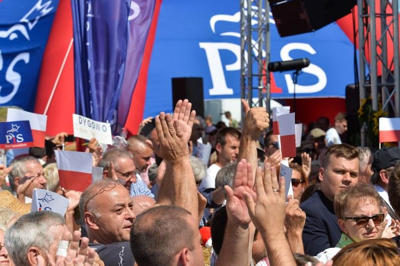 Na zdjęciu uczestnicy Pikniku Rodzinnego z udziałem Jarosława Kaczyńskiego w Dygowie /GERARD/ REPORTER /Reporter