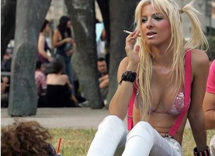Na zdjęciu uczestniczka Gay Pride w Atenach, czerwiec 2007 /AFP