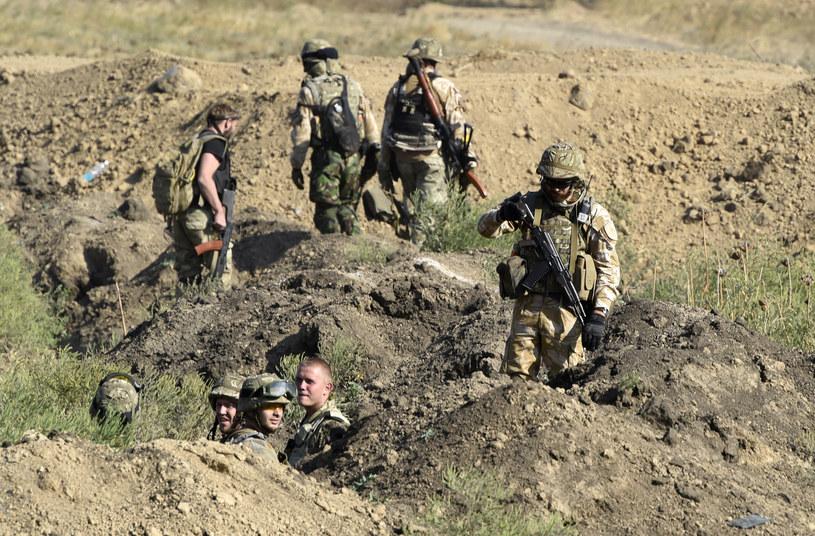 Na zdjęciu ukraińscy żołnierze na punkcie kontrolnym koło Mariupola, 4 września /PHILIPPE DESMAZES /AFP