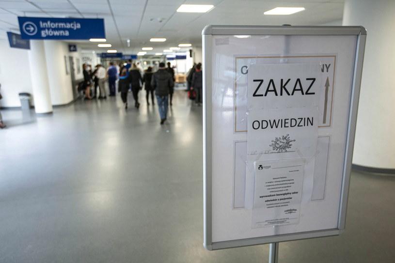 Na zdjęciu: Uniwersytecki Szpital Kliniczny we Wrocławiu, którego władze wprowadziły zakaz odwiedzin pacjentów w związku z zagrożeniem epidemiologicznym /Aleksander Koźmiński /PAP
