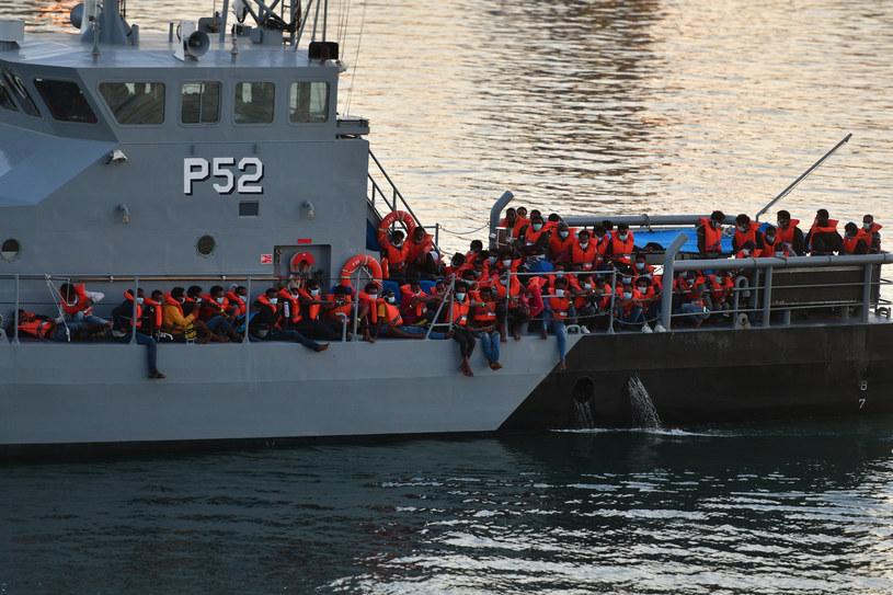 Na zdjęciu: Uratowani przez maltańskie służby migranci /Xinhua News /East News
