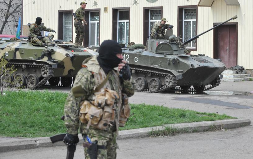Na zdjęciu uzbrojeni mężczyźni w Słowiańsku /GENYA SAVILOV /AFP