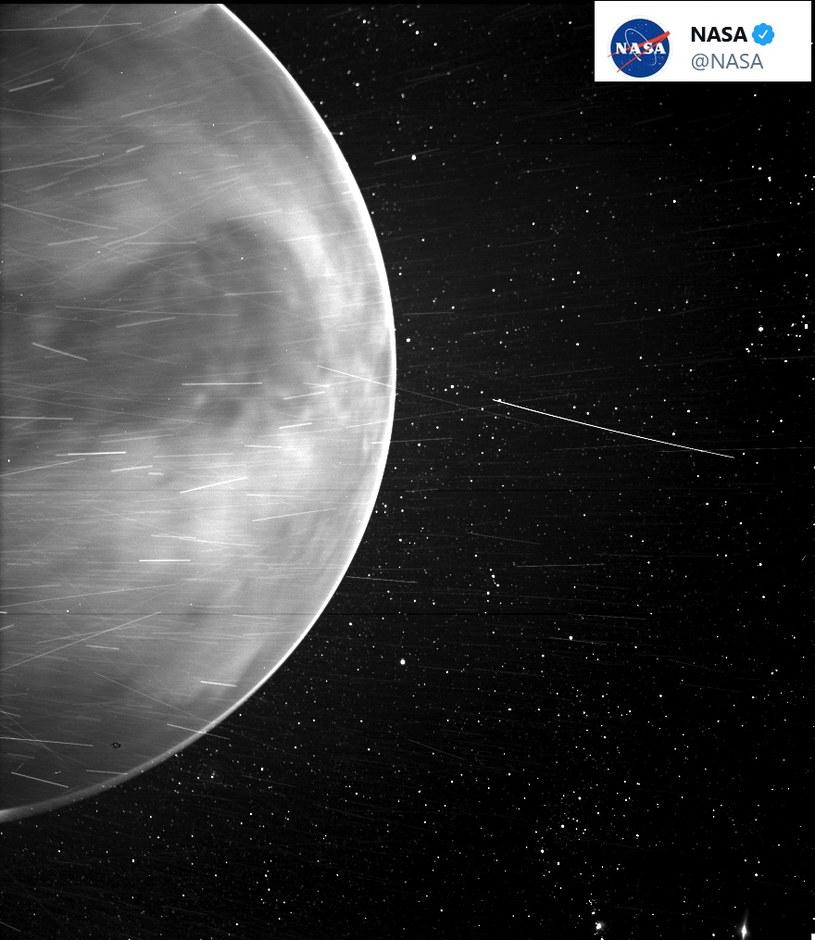 Na zdjęciu widać fragmenty powierzchni planety, choć spodziewano się uchwycić same chmury /NASA