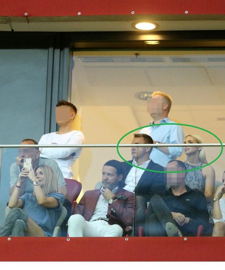 Na zdjęciu widać Kubę siedzącego obok Candy Girl /Kamil Piklikieiwcz /East News