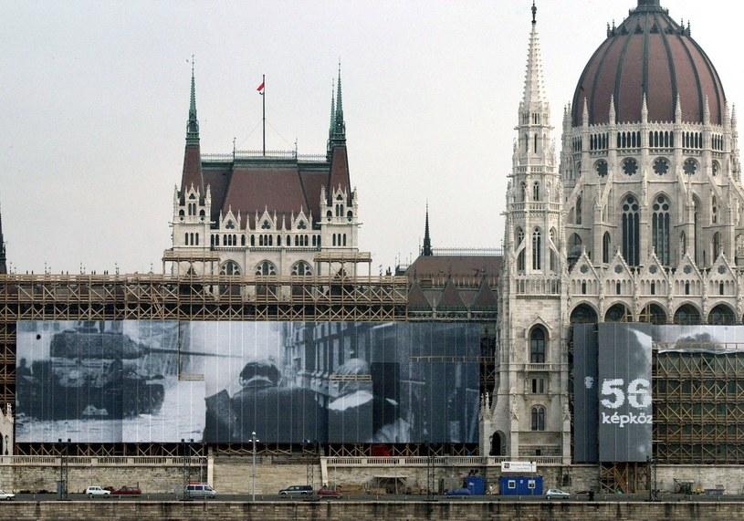 Na zdjęciu widok na budynek parlamentu w Budapeszcie /Attila Kisbenedek /AFP