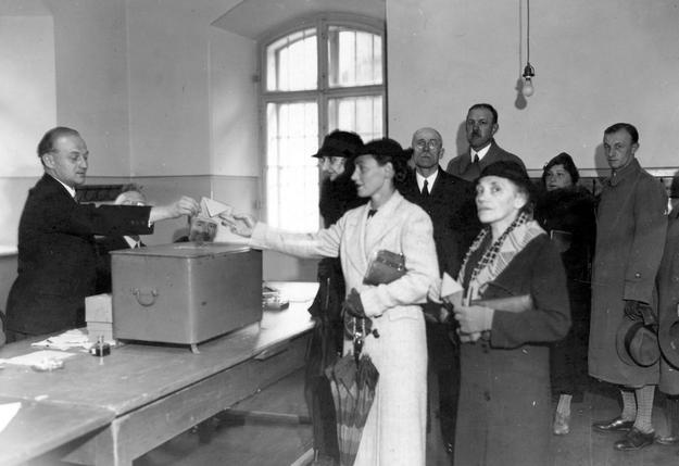 Na zdjęciu: Wybory do Sejmu w 1935 roku w Krakowie /Z archiwum Narodowego Archiwum Cyfrowego